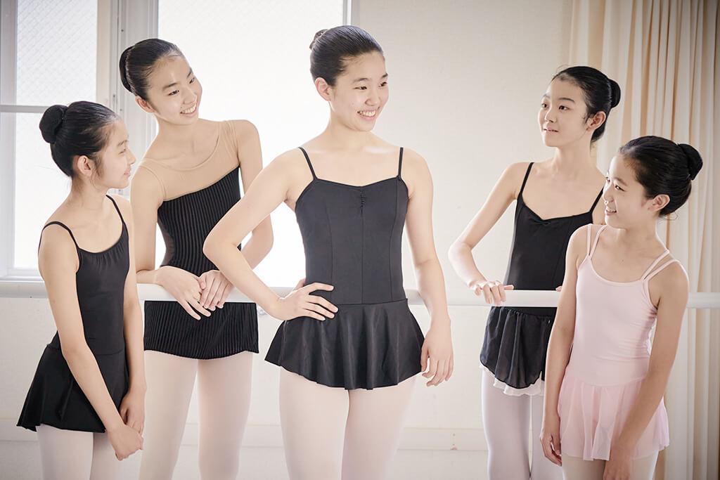 幼児から大人まで多彩なクラスが用意された高田稟子バレエ塾の生徒たち